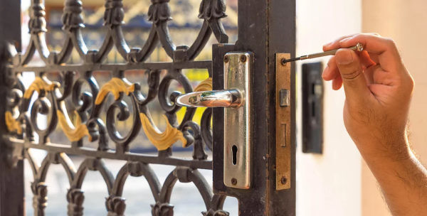 Lock Change 1 600x304 - Lock Change