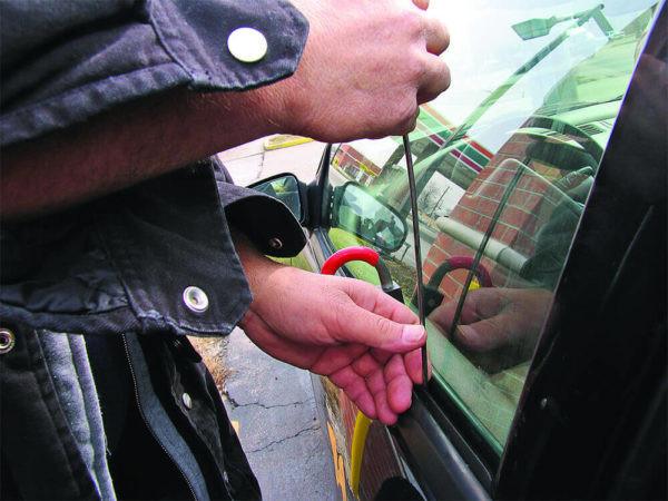 Locked Keys In My Car 1 600x450 - Locked Keys in Car
